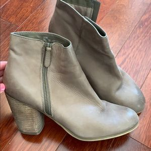 BP. Sz 8 1/2 Taupe Ankle Booties
